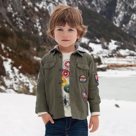 Camisa niño M/L tipo chaqueta con stickers color Hiedra