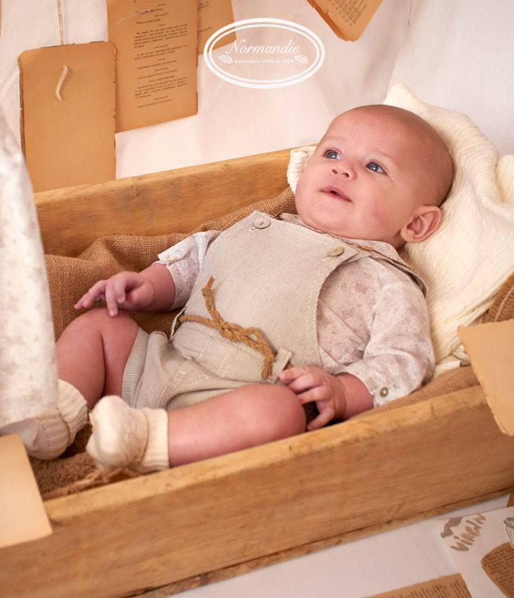 Normandie baby imagen bebé en cajón